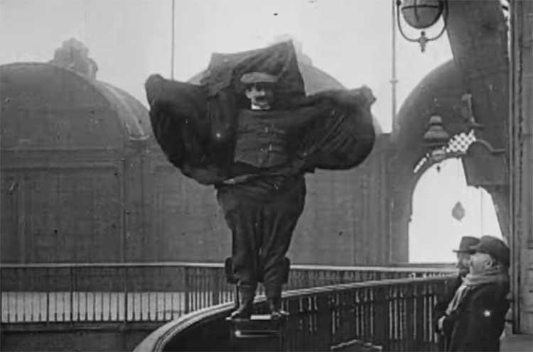 [vídeo] Inventó un traje-paracaídas casero y salto desde la torreEiffel